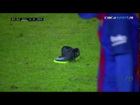 MESSI THROWS HIS SHOE! Funny fault at Lionel MESSI! Sevilla-Barcelona1-2 6 November 2016 SPORTS NEWS