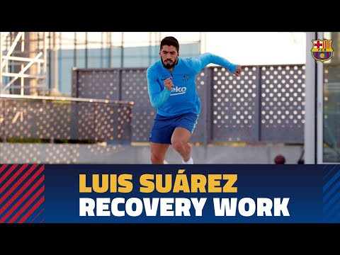 Back to training with Luis Suárez doing recovery work