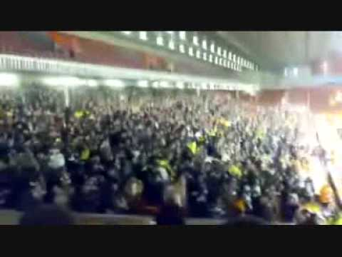 Boixos Nois singing in Anfield (Liverpool & Barça fans Chant)