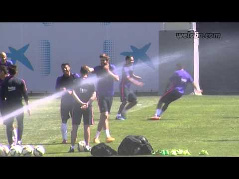 Spectacular nutmeg from Pedro to Douglas in FC Barcelona training session   www.weloba.com