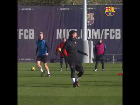 Lionel Messi shows off his incredible skills in Barcelona training ground!!!