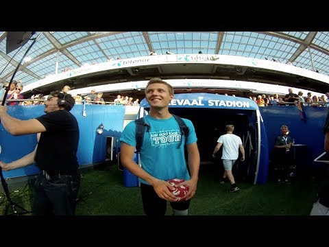 Just Add Ball Tour 2014 – with Michael Toft's FC Barcelona player tunnel stunt!